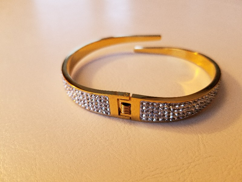 Goldtone bangle with Crystals